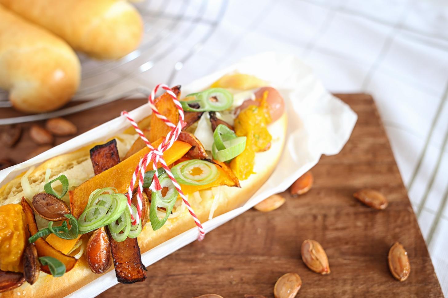 heisser hund verliebt im k rbis der hot dog adventskalender pottgew chs. Black Bedroom Furniture Sets. Home Design Ideas