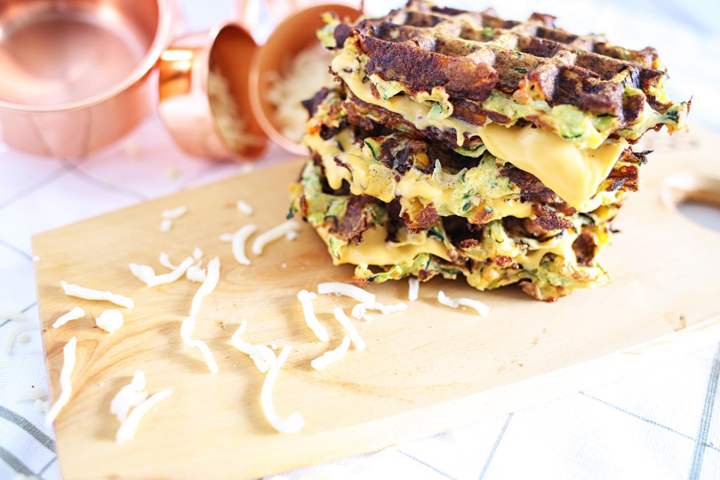 Zucchini-Käse-Sandwich-Waffel