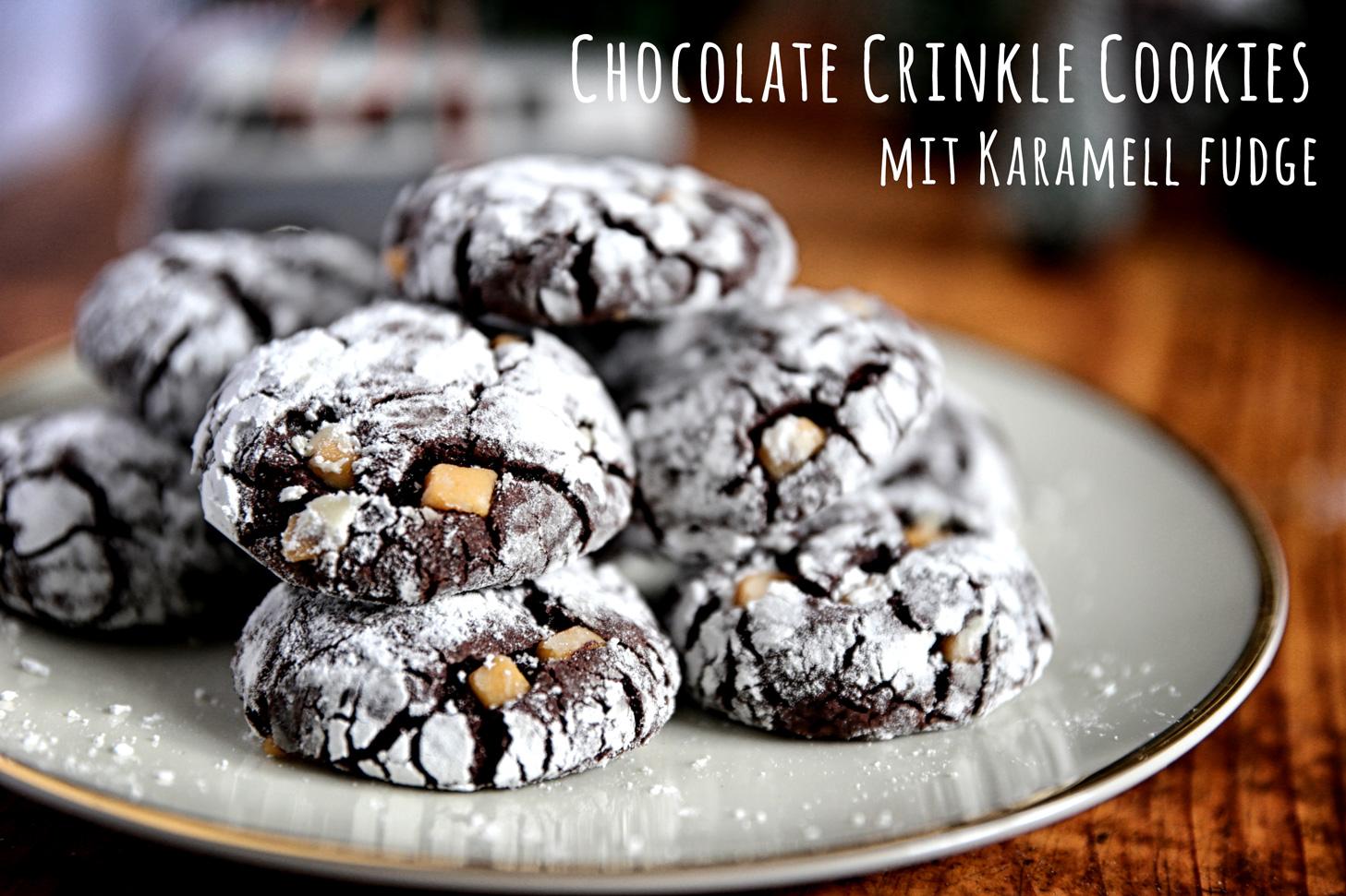 Chocolate Crinkle Cookies mit Salz-Karamell-Fudge